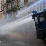 2013-12-21_Hamburg_Solidaritätsdemonstration_police_attack