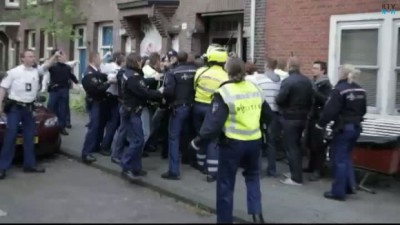 Amsterdam_Simon_Stevinstraat_fist_squatting_action
