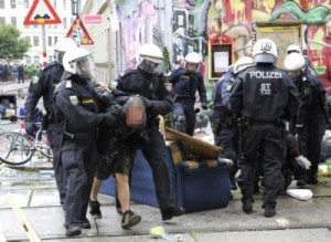 Eviction of squatters from Pizzeria Anarchia in Vienna