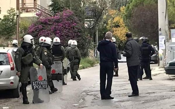 https://en.squat.net/wp-content/uploads/en/2019/12/20191222_undercorver_cop_Marousi_Athens_.jpg